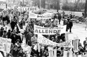 Les travailleurs chiliens soutenant Allende en 1964.