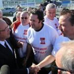 En octobre 2011, durant la campagne présidentielle, François Hollande, alors candidat, était allé sur le parking de l'usine pour apporter son soutien aux salariés. Et il s'était engagé à faire voter, en cas de victoire, une loi contre les licenciements économiquement injustifiés. | Reuters/STRINGER/FRANCE