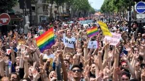gay-pride.des-dizaines-de-milliers-de-personnes-ont-defile-paris