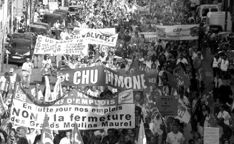 Manifestation du 16 octobre dernier à Marseille. Des luttes contre la politique du gouvernement et celle du patronat ont lieu partout, dans les entreprises et dans les services publics. Il nous manque toujours un parti qui organisent les travailleurs et qui donne des perspective pour que nos luttes soient victorieuses