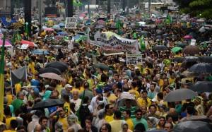 Manifestation contre la présidente Dilma Rousseff à Sao Paulo, le 15 mars 2015 (Photo Nelson Almeida. AFP)