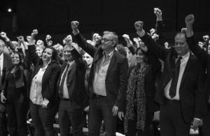 La grande hypocrisie lors de ce meeting de soutien à la liste de C. Bartolone avant le second tour des Régionales de décembre 2015. Le PS, EELV et le Front de Gauche avaient fusionnés leurs listes et levé le poing ensemble, comme si cela suffisait à faire oublier la réalité de la politique du gouvernement... Les électeurs ne sont pas tombés dans le panneau.