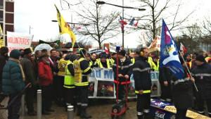 Manifestation des pompiers à Valence le 13 février 2016. Photo Sylvie Cozzolino France 3
