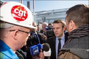 Macron a été accueilli par une nombreuse délégation de la CGT lors de sa visite à P.A.M. le 12 avril