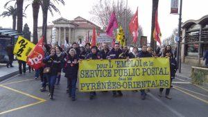Grévistes de La poste de Rivesaltes lors d'une manifestation contre la loi travail, Perpignan, 9 mars 2016 crédit photo : Solidaires66