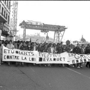 1986-un-etudiant-tue-contre-la-loi-devaquet_pics_500