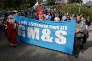 1066692-manifestation-des-salaries-de-gms-a-egletons-le-4-octobre-2017-un-manifestant-s-est-deguise-pour-rap