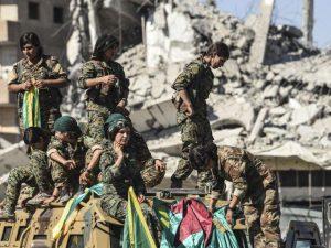 Combattantes des YPJ (Unités de défense féminines) dans Raqqa