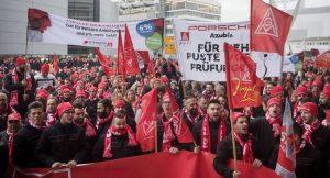Manifestation des travailleurs de Porsche en Allemagne