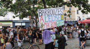 Action de protestation face à l'affaire Benalla, place de la Contrescarpe à Paris le 27 juillet