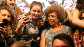 Rencontre entre Angela Davis et des lycéens à Nantes