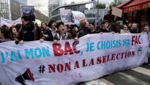 des-manifestants-contre-la-reforme-du-bac-a-paris-le-1er-fevrier-2018_6012638
