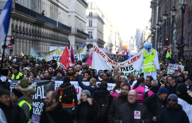 640x410_mardi-5-fevrier-des-manifestants-ont-defile-dans-les-rues-de-paris-a-l-appel-de-syndicats-mais-aussi