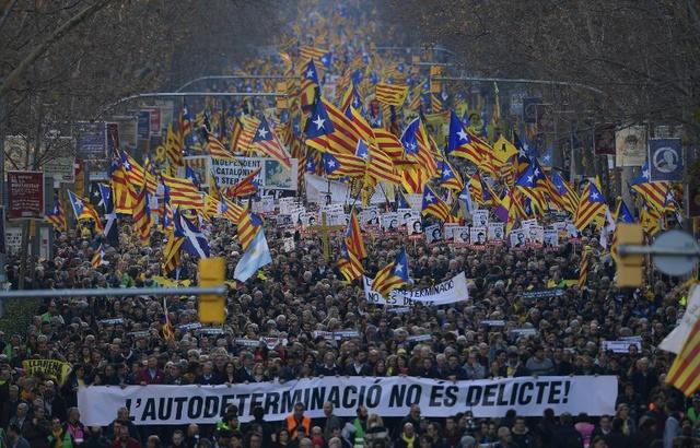 640x410_moins-200000-personnes-selon-police-manifeste-samedi-16-fevrier-2019-barcelone-contre-proces-dirigeants-independantistes
