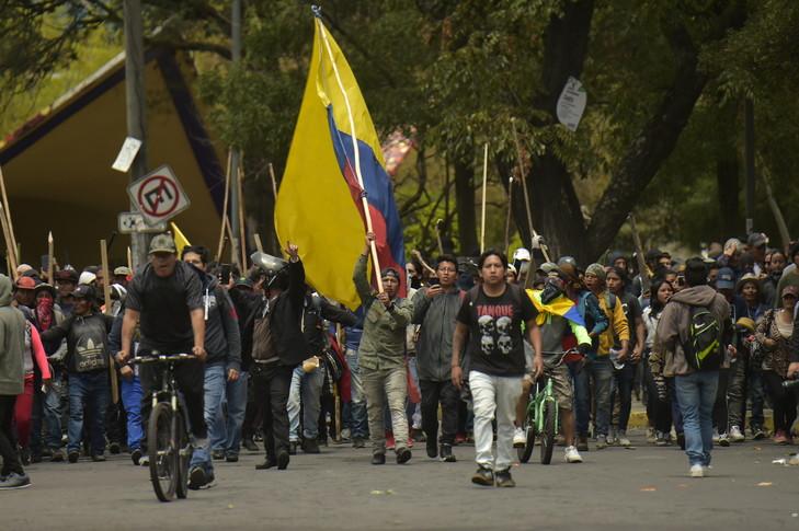 Manifestants-Quito-8-octobre-2019-veille-grande-manifestation-contre-hausse-sprix-carburant-decidee-gouvernement_0_729_485