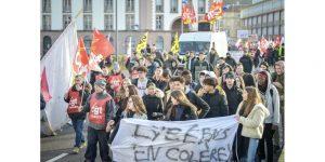 plusieurs-dizaines-de-lyceens-etaient-mobilisees-pour-cette-deuxieme-journee-de-manifestation-contre-la-reforme-des-retraites-vosges-matin-jerome-humbrecht-1576060634